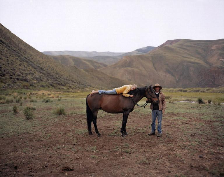 Laura McPhee, MATTIE, BOB, AND BO, ROAD CREEK CUSTER COUNTY, IDAHO (2005), courtesy of Carroll & Sons Gallery